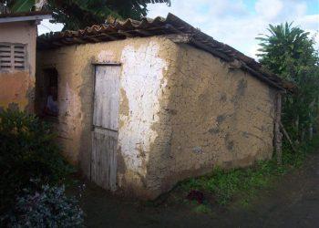 O interior deste casebre não era capaz de  alguém viver.